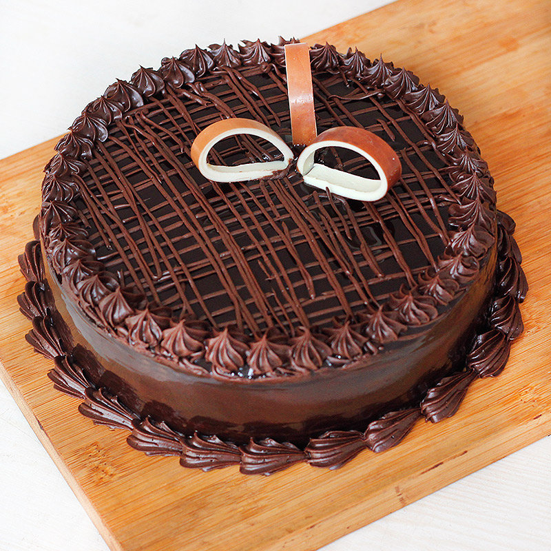 Half kg chocolate truffle cake - 3rd gift of Adorable Expressions