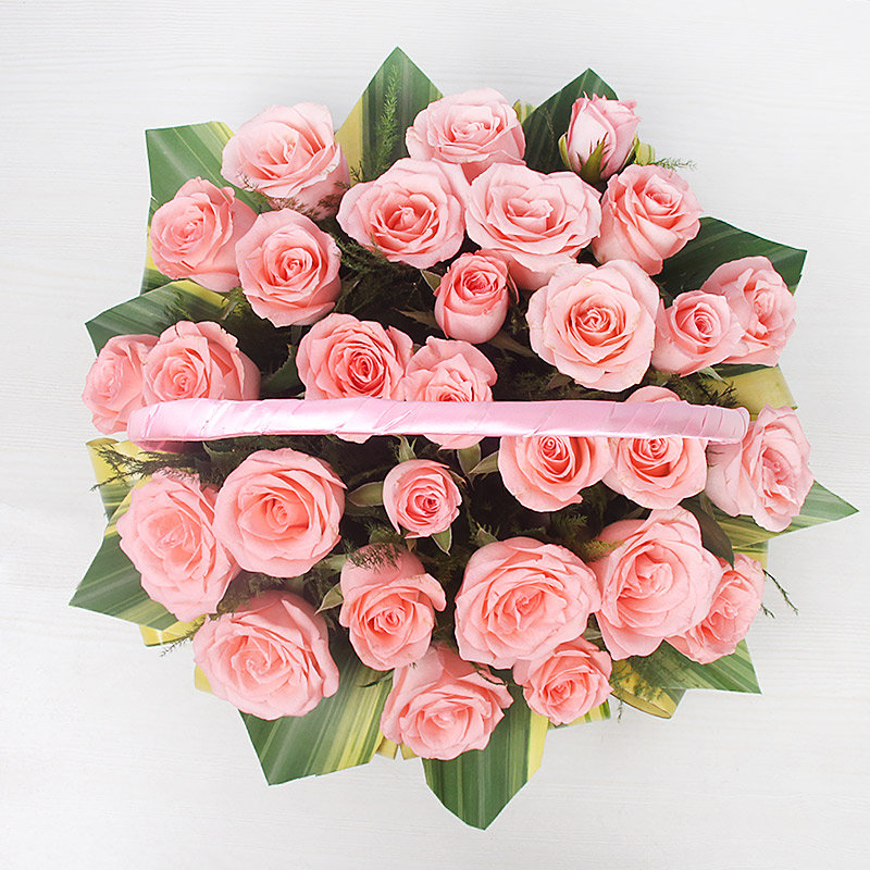 Arrangement of 30 fresh Pink Roses in Basket with Top View