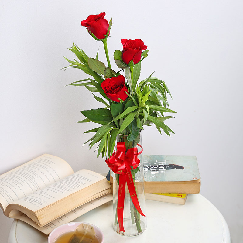 3 Red Roses in Glass Vase