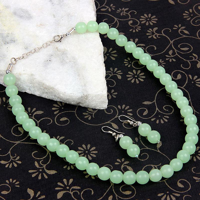 Green Pearly Neckpiece