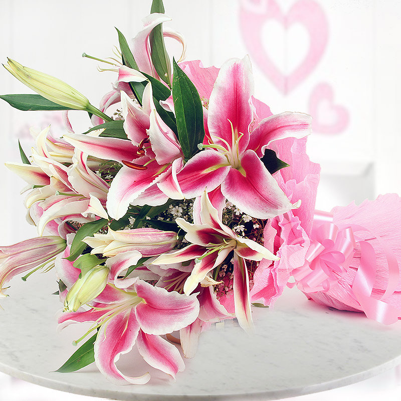 Arrangement of 6 beautiful pink Oriental Lilies with Horizontal View
