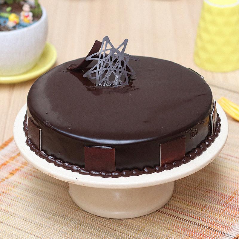 Glazing Chocolate Beauty - A Chocolate Truffle Cake
