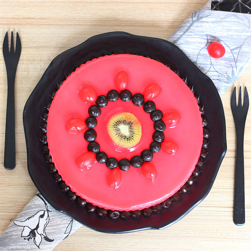 Luscious Strawberry Cake