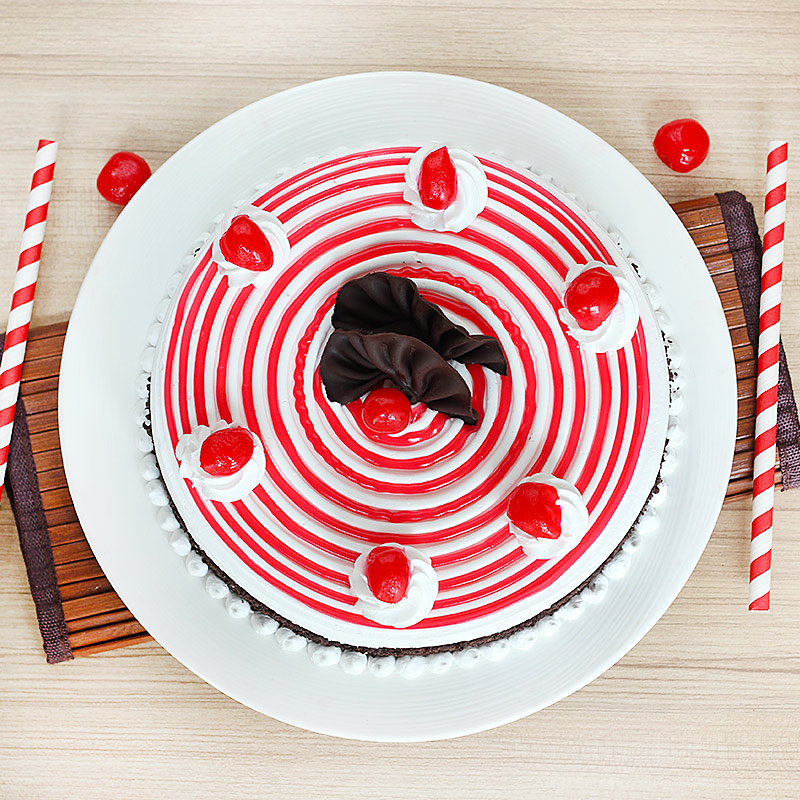 Strawberry Cake - Zoom View