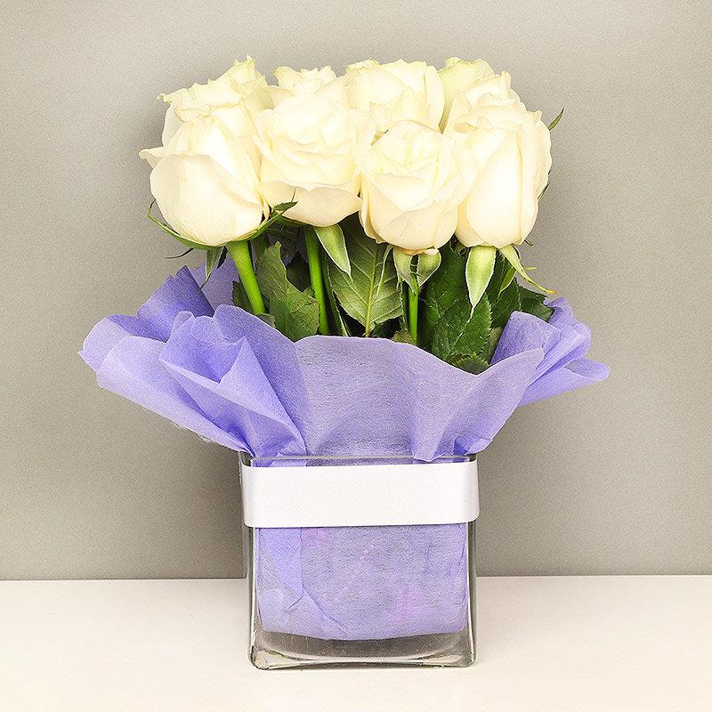 15 White Roses in Glass Vase