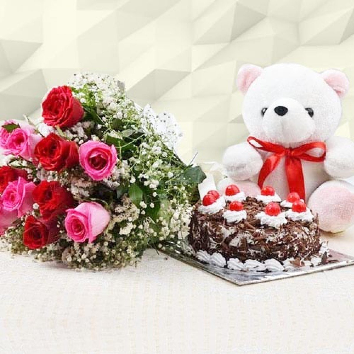 Lovely Roses With Cake