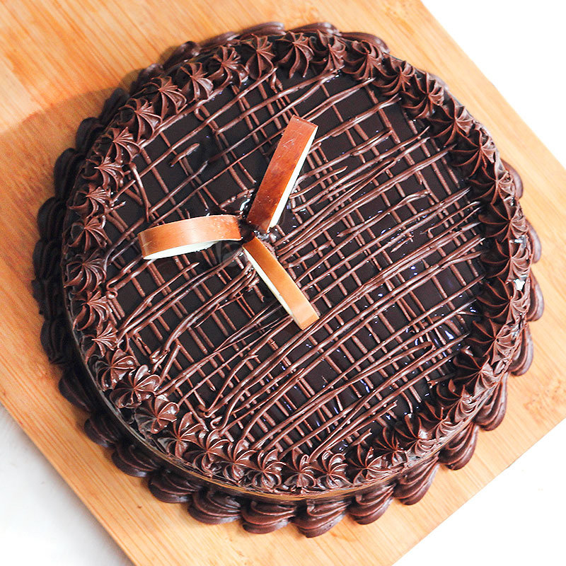 Top view of half kg chocolate cake - A part of Affectionate Greetings