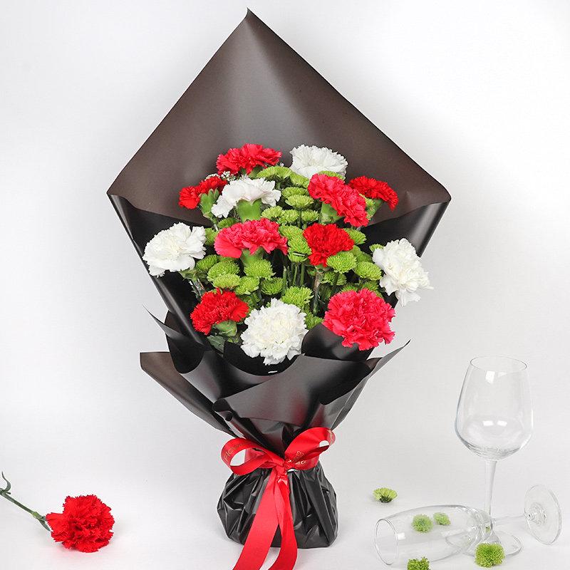 Bunch of12 Red N White Carnations & Green Chrysanthemum -Amazing Carnations Arrangement