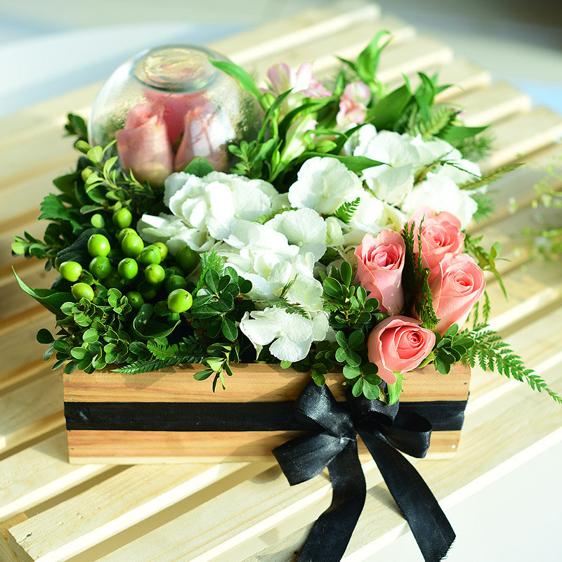 A Gift Box of Pink and White Aromas