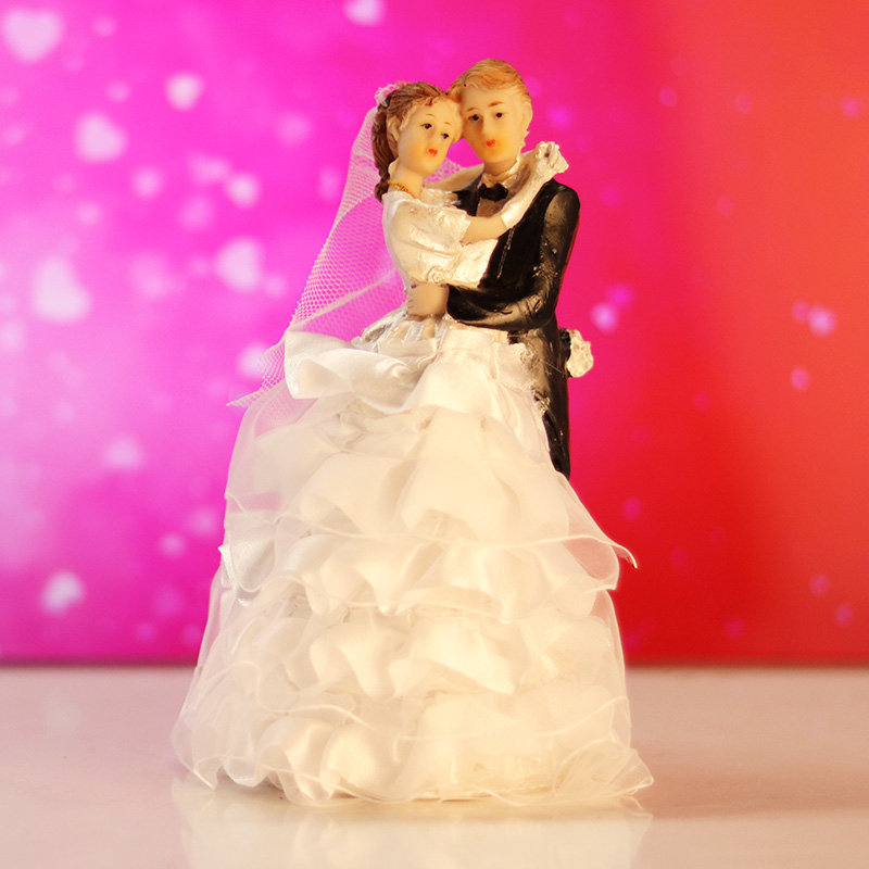 Bride N Groom Figurine For Newly Married Couple