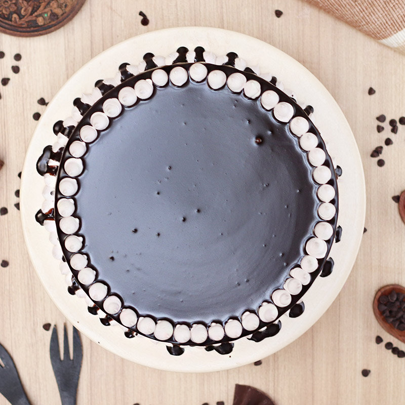 Top view of Choco Dripping Snowy Cake