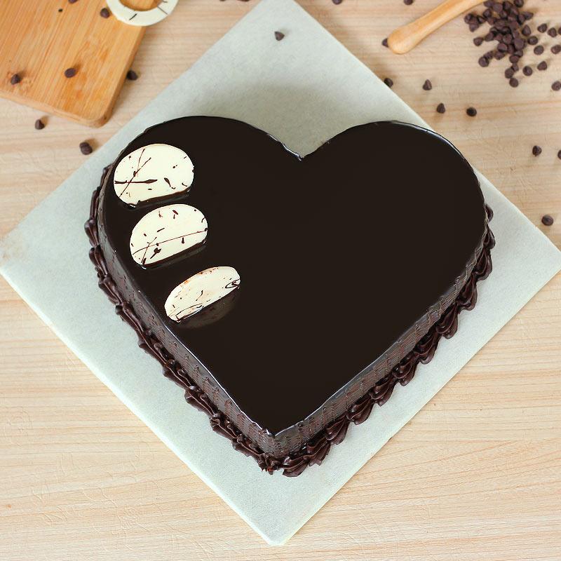 Chocolaty Pleasure Cake with Top View