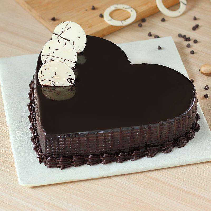 Chocolaty Pleasure Cake with Side View