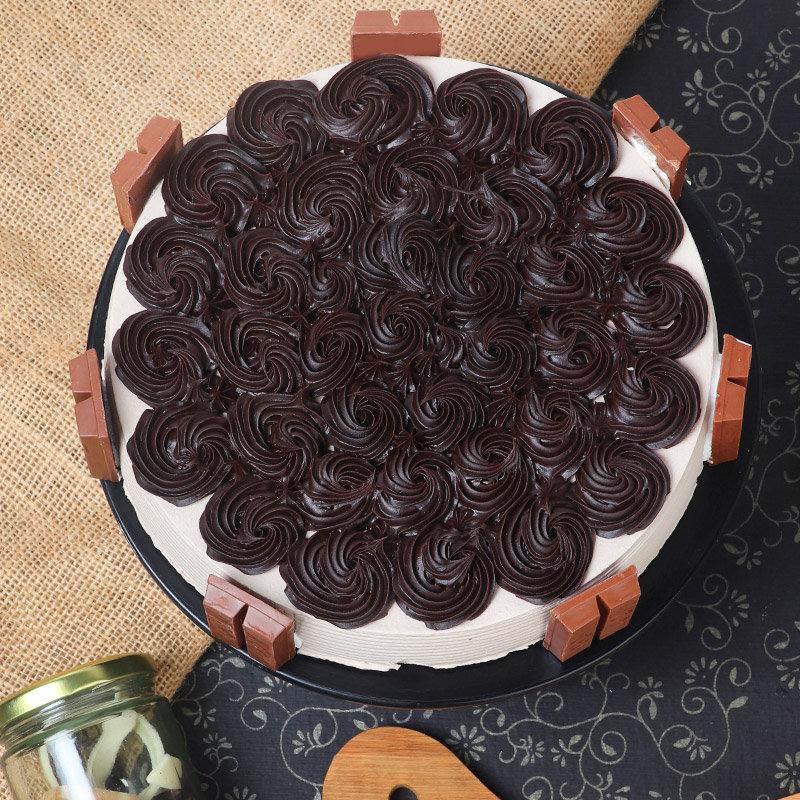 Top view of Crunchy Kitkat Birthday Cake