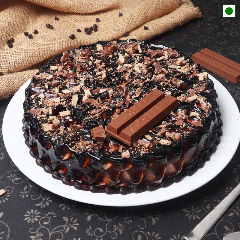 Eggless Choco Kitkat Cake