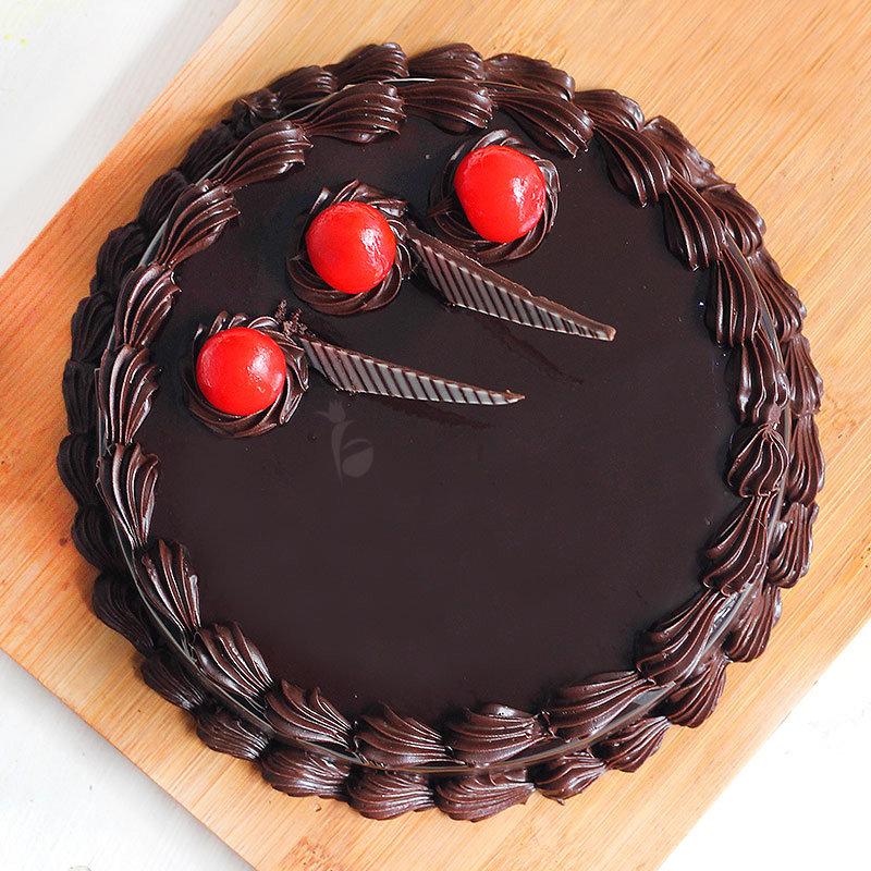 Top angle of half kg Choco Truffle eggless cake - Main gift of Everlasting Smiles combo