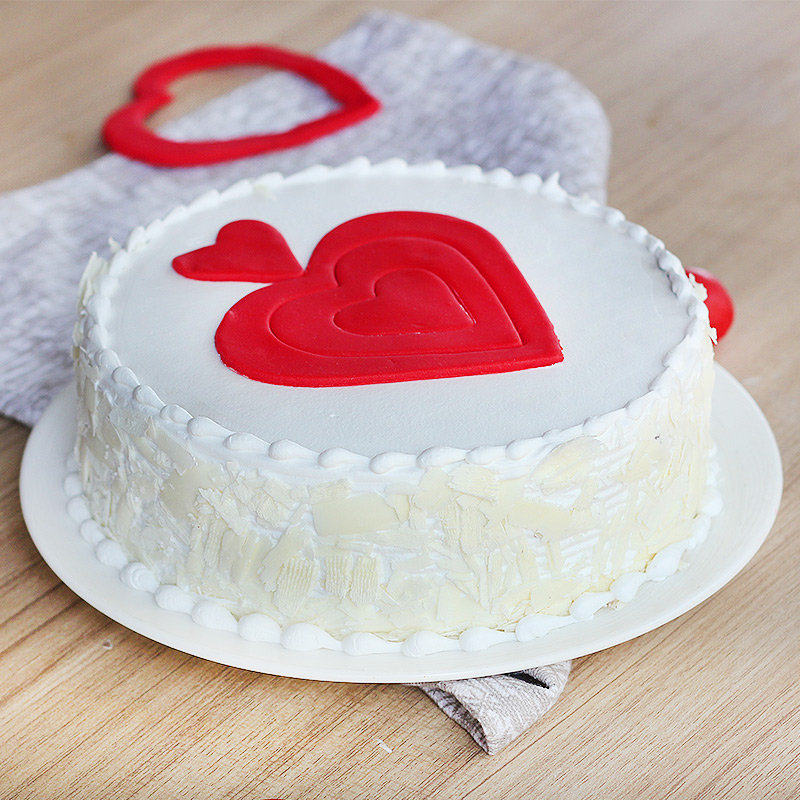 Vanilla Cake with Fondant Hearts