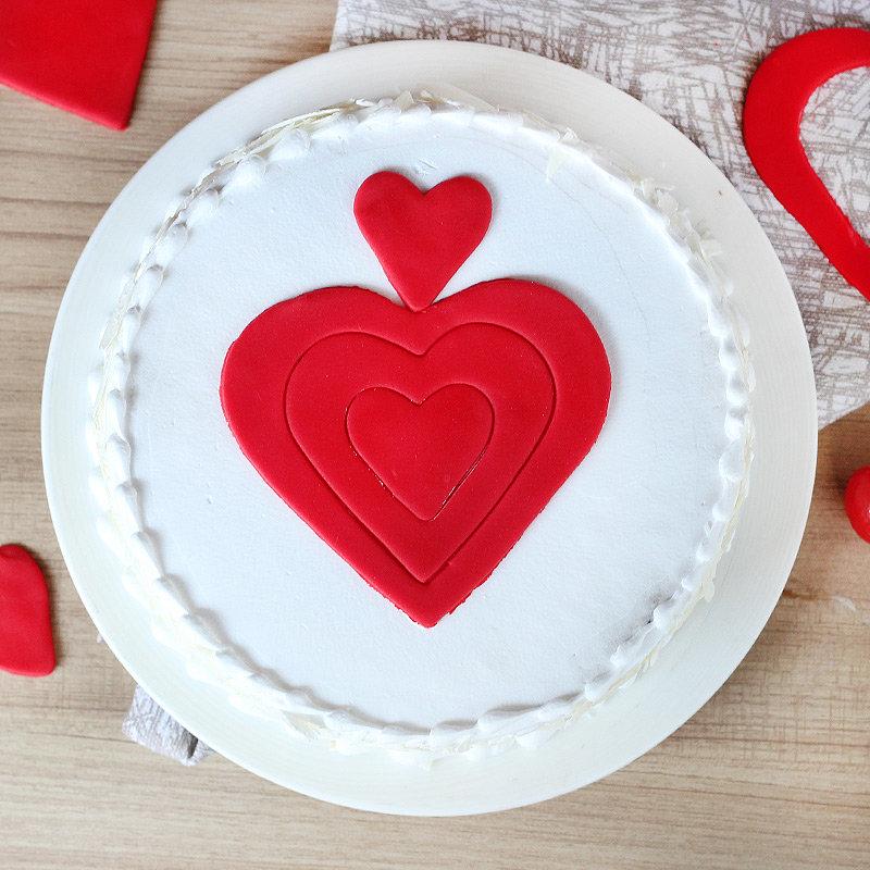 Vanilla Cake with Fondant Hearts - Top View