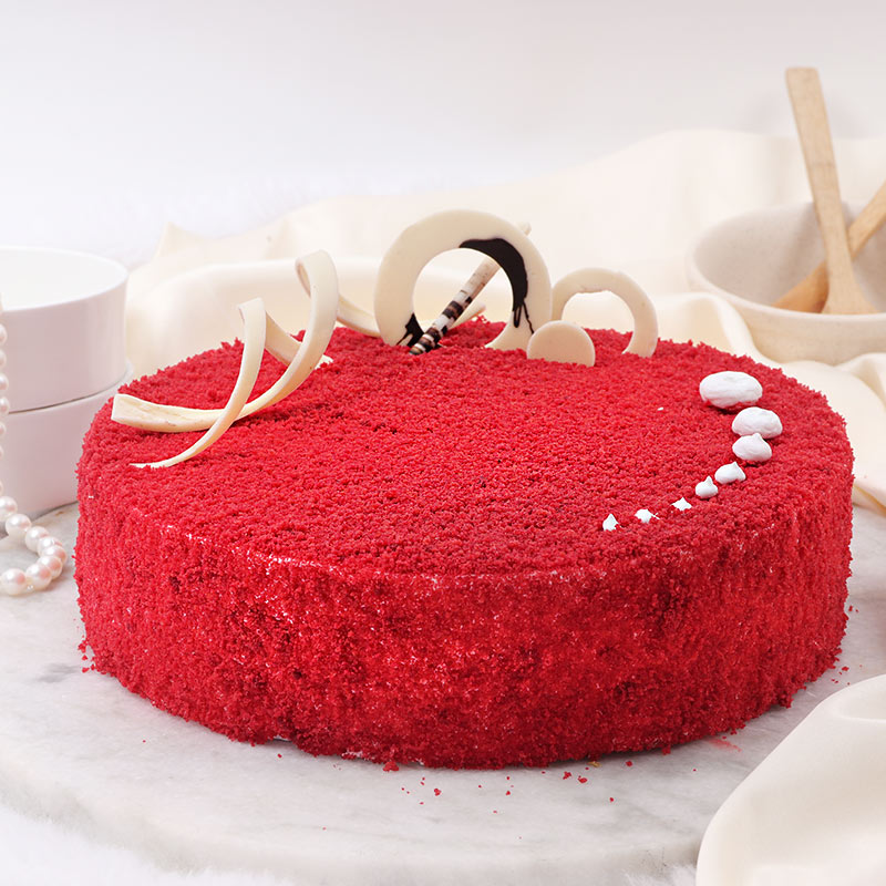 Round Shaped Red Velvet Cake with Top View