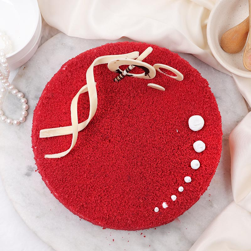 Round Shaped Red Velvet Cake with Zoomed in View