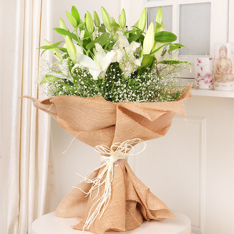 Lilies Bunch Bouquet - Bouquet of 7 White Lilies in Jute Packing