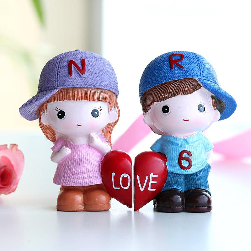 Valentines Love Couple Showpiece Gift