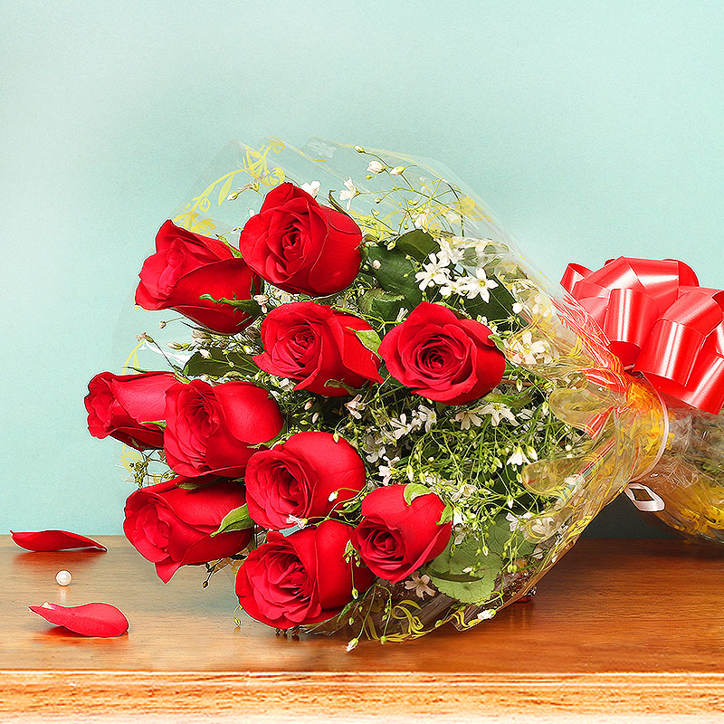 Bunch of Red Roses for Valentines Day