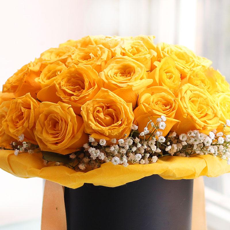 Nazneen Padmini - 35 Yellow Roses in FlowerAura Black Box