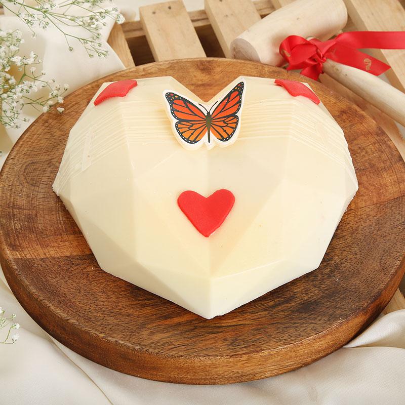 Pinata Red Velvet Cake