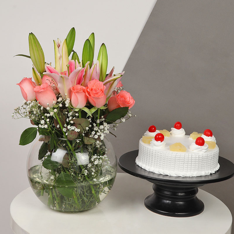 Pink Rose N Lily Glass Vase With Cake
