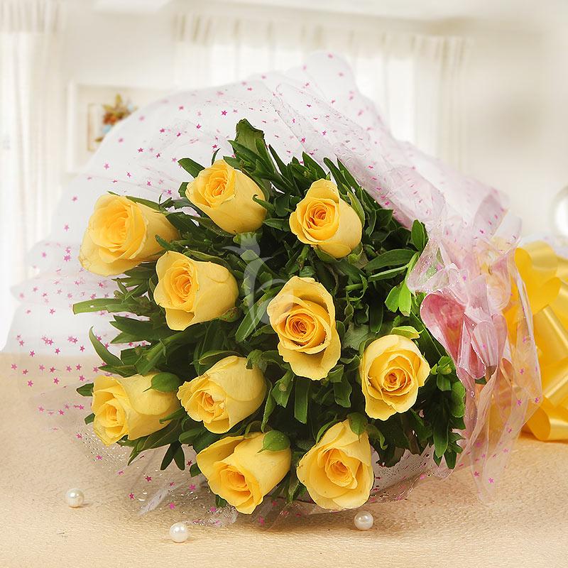 10 Yellow Roses in Horizontal View