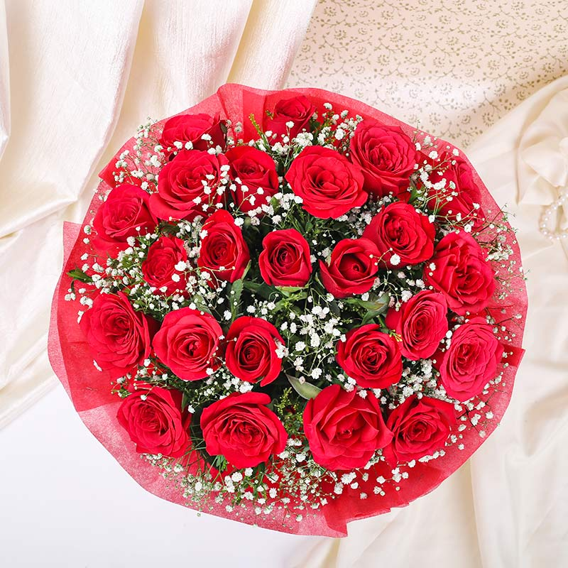 24 red roses Bunch in topped View