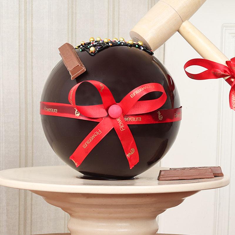 Delicious Round Choco Pinata Cake