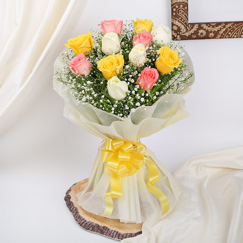 Bouquet of 12 Mixed Roses