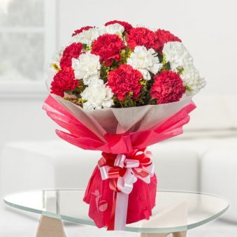10 Red Carnations and 10 White Carnations Bouquet Close View