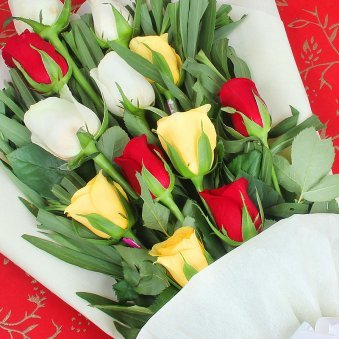 12 Mixed Color Roses Bunch in Zoomed View