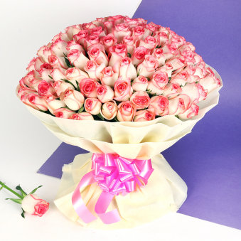 A 150 Pink Roses Bunch in Horizontal View