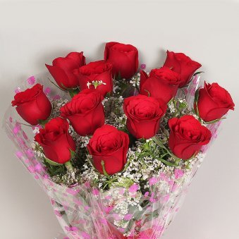 12 Red Roses Bouquet in Zoomed in Pic