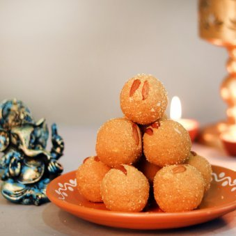Besan Ladoo Ganesh Combo - Diwali Gift