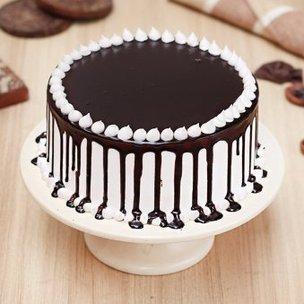 Choco Dripping Snowy Cake