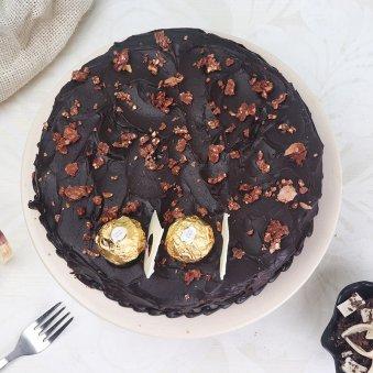 Top view of Choco Ferrero Rocher Cake