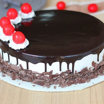 Enthralling Black Forest Delight Cake - Zoom View