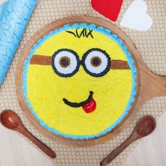 Top view of Minion Cartoon Birthday Cake