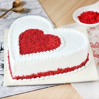 Gratifying Heart Shape Red Velvet Cake - Zoom View
