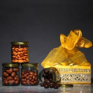 Choco Nuts And Almonds Hamper