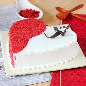 Red Velvet Cake with Vanilla Cream - Zoom View