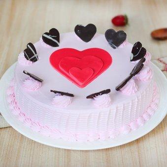 Strawberry Cake with Fondant Hearts