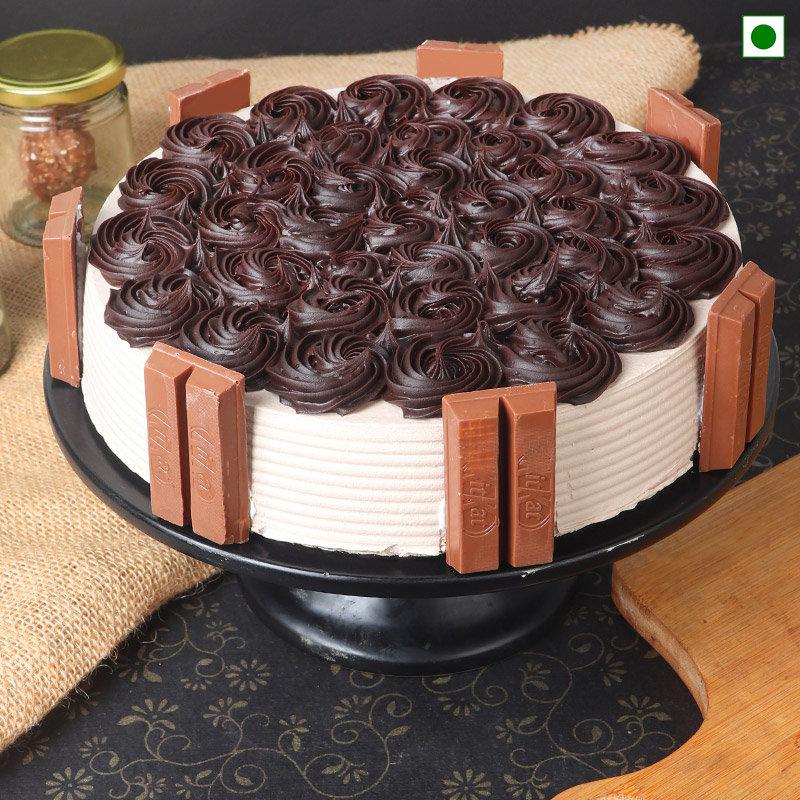 Eggless Kitkat Cake