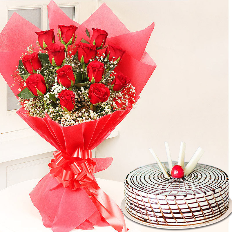 The Butterscotch Rose - Bunch of 12 Red Roses with 500gm Butterscotch Cake
