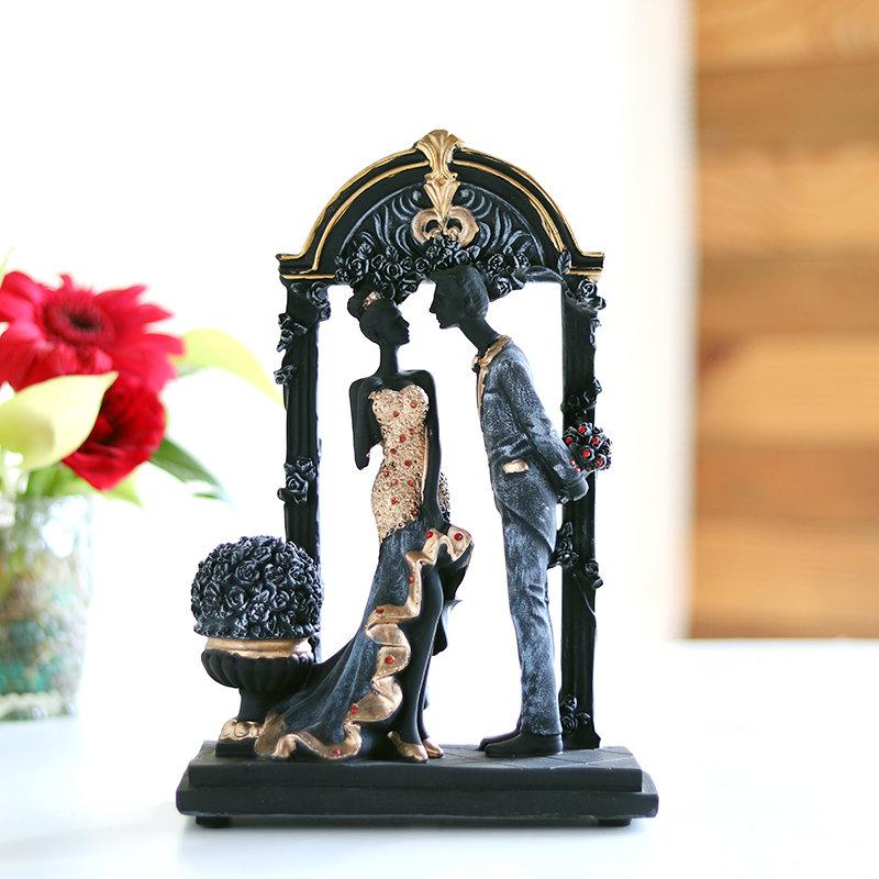 Vday Couple Figurine